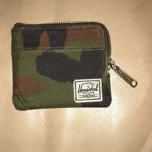 CAMO👑🔥❤️Herschel Wallet👑 Hardly Used❤️ A+❤️